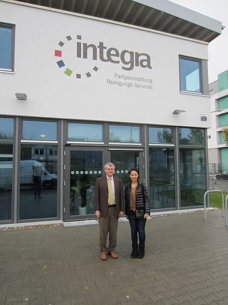 Shiori Kato und Karl Bubenheimer von der Integra